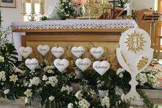 Tropical Flower Arrangements, Church Flower Arrangements, Church Flowers, Church Altar Decorations, Flower Decorations, Table Decorations, Baptism Themes, First Communion Decorations, First Holy Communion
