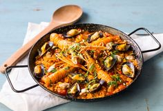 This paella recipe is a true Spanish classic given a luxurious twist from the inclusion of langoustines. Spanish Dishes, Spanish Food, Spanish Cuisine, Spanish Recipes, Clam Recipes, Seafood Recipes, Fish Recipes, Free Food Delivery, Canapes Recipes