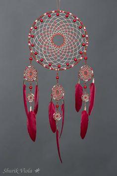 Le chouchou de ma boutique https://www.etsy.com/fr/listing/561593286/attrape-reves-baies-rouges