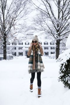 Here is Snow Outfit Ideas Pictures for you. Snow Outfit Ideas outfit ideas to stay warm during a winter pregnancy. Winter Outfits For Work, Winter Fashion Outfits, Casual Winter Outfits, Autumn Winter Fashion, Fall Outfits, Outfit Winter, Winter Wear, Dress Winter, Snow Outfits For Women