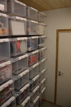 OnlyOne: Moderne hus i Asker Storage Room, Storage Boxes, Organization, Organizing, Bookcase, Shelves, Living Room, Interior Design, Bedroom