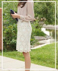 ¿Cómo vestirse elegante después de los 50 años? - Asesora de imagen, especialista elegancia Over 50 Womens Fashion, Fashion Over 50, Lace Skirt, Women Wear, Glamour, Fashion Outfits, Chic, My Style, Casual