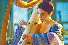 范冰冰在《楊貴妃》中爆乳靠著豎琴演奏。(取自新浪娛樂) ▼17Apr2014中時電子報|驚豔《楊貴妃》范冰冰爆乳撫琴 http://www.chinatimes.com/newspapers/20140417000994-260308 #Fan_Bingbing #范冰冰