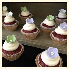 rustic fondant flower cupcakes ••• Candy Clay Cupcakes