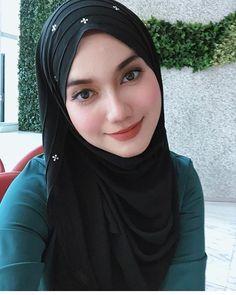 Beautiful Hijab Girl With Cute Cheeks - Setahunbaru Beautiful Hijab Girl, Beautiful Muslim Women, Beautiful Girl Image, Gorgeous Women, Arab Girls Hijab, Muslim Girls, Hijab Style, Hijab Chic, Hijabi Girl