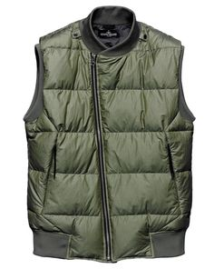 G0102 DOWN VEST_CO RIP STOP Vest in lightweight micro rip-stop cotton canvas, padded with the finest down. Lightweight down sacks construction. Tapes and snap fasteners at the neck allow the garment to be integrated in Stone Island Shadow Project shoulder pieces, both from this season and past and future seasons. Slightly overlapping crossover bomber jacket collar in ribbed jersey. Invisible zip-fastening diagonal pockets. Ribbed jersey armholes and bottom hem. Matte nylon lining.