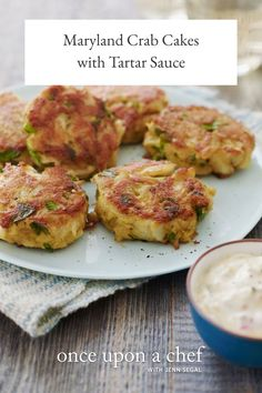 Maryland Crab Cakes with Quick Tartar Sauce Spicy Tuna Recipe, Spicy Shrimp Recipes, Seafood Recipes, Dinner Recipes, Cooking Recipes, Cooking Fish, Easy Cooking, Fish Recipes, Vegetarian Recipes