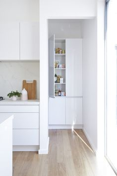 As they prepare to go back on The Block, Bec & George show us their new kitchen - The Interiors Addict The Block, Cupboard Door Knobs, Kitchen Cupboard Doors, Kitchen Knobs, Kitchen Cabinets, White Kitchen Island, White Kitchen Decor, Kitchen Islands, Kitchen Butlers Pantry