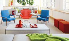 O uso de cores berrantes na hora de decorar é uma ideia que tem feito sucesso no Brasil. Pode apostar sem erro. É tendência de decoração de interiores em todos os principais eventos em 2012.