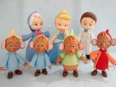 Personagens Cinderela em biscuit  peças com aproximadamente 12 cm de altura  ratinhos com 8 cm de altura