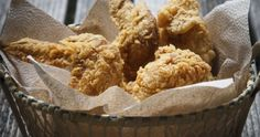 Easy Garlic Fried Chicken - flour - milk - chicken - egg - paprika - bread crumbs - garlic powder - oil for frying Garlic Fried Chicken, Fried Chicken Recipes, Chicken Wine, Christophe Adam, Fries In The Oven, Finger Foods, Easy Meals, Cooking Recipes, Healthy Recipes