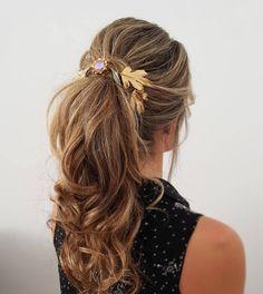 Resultado de imagen de tocado novia coleta Beach Ceremony, Wedding Beach, Hair Inspo, Hair Beauty, Wedding Ideas, Fashion, Pig Tails, Wedding Hairs, Headpieces