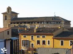 Frómista está asentada en una llanura a un lado del Canal de Castilla.