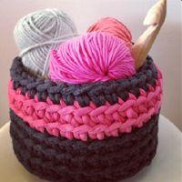 Lady Crochet: t-shirt yarn basket Crochet Home, Love Crochet, Learn To Crochet, Crochet Gifts, Beautiful Crochet, Crochet Yarn, Loom Knitting Projects, Crochet Projects, Crochet Designs