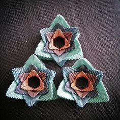 16 отметок «Нравится», 1 комментариев — Anna Richerby (@belovedbeadwork) в Instagram: «A triangle of triangles.»