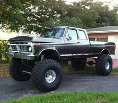 She just badass there. And she clean and straight stock lookin. Big Ford Trucks, 1979 Ford Truck, Classic Ford Trucks, Lifted Chevy Trucks, Ford 4x4, Cool Trucks, Custom Trucks, Offroad, Badass