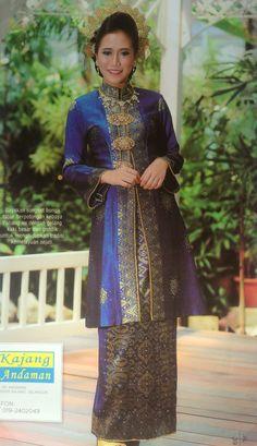 royal blue songket kebaya pahang Malay Wedding Dress, Wedding Attire, Wedding Dresses, Batik Kebaya, Kebaya Dress, Batik Mode, Modern Kebaya, Batik Fashion, Traditional Dresses