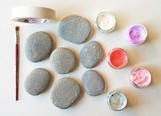 Talent and imagination – 25 creative diy ideas for transforming pebbles in decorative objects Pebble Painting, Pebble Art, Stone Painting, Diy Painting, Rock Painting, How To Make Decorations, Stone Crafts, Shabby Chic Bedrooms, Mini Paintings