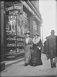 vintage everyday: Street Scenes in Ireland from between Grafton Street. The history that these streets have seen. Old Pictures, Old Photos, Vintage Photographs, Vintage Photos, Interior Bohemio, Grafton Street, Shops, Dublin Ireland, Victorian