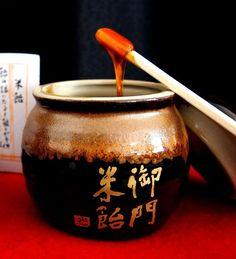日本一古い砂糖屋さんは奈良にあり!雑誌等に載らないので、知る人ぞ知る絶品お菓子のご紹介です。「奈良こんふぇいと」と東大寺に縁のある「御門米飴」は奈良土産に最適!ならまち散策で楽しんで下さい(^^)