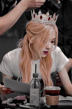 Lisa Blackpink Wallpaper, Rose Wallpaper, Foto Rose, Soft Grunge Hair, Rose Icon, Black Pink Kpop, Black Pink Rose, Black Roses, Rose Park