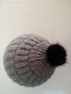 Gestrickte Mütze im rechts/links Muster mit doppeltem Faden aus Baby Alpaka Wolle von Wolle Rödel 1