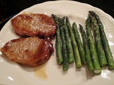 Skinny Dinner for Two (Marinated Teriyaki Pork Chops with Asparagus, plus Skinny Peanut Butter Pie) Healthy Cooking, Healthy Dinner Recipes, Healthy Eating, Healthy Food, Healthy Dishes, Pork Recipes, Diet Recipes, Cooking Recipes, Recipies