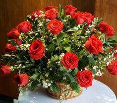 Arreglo en rosas rojas con canasto
