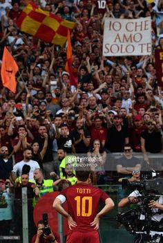 AS Roma's captain Francesco Totti stands in front of fans during a ceremony following his last match with AS Roma after the Italian Serie A football match AS Roma vs Genoa on May 28, 2017 at the Olympic Stadium in Rome. Italian football icon Francesco Totti retired from Serie A after 25 seasons with Roma, in the process joining a select group of 'one-club' players. / AFP PHOTO / Vincenzo PINTO