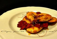 Gamberi saltati in padella con peperoni, ricetta saporita. http://blog.giallozafferano.it/oya/gamberi-saltati-in-padella-con-peperoni/