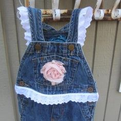 Overall Tutu, Halloween Placemats, Oshkosh Overalls, Chic Baby, Girl Shower, Baby Month By Month, Baby Quilts, Little Gifts, Dressmaking