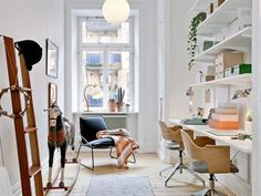 Golven i lägenheten är framtagna brädgolv i original och alldeles nybehandlade.