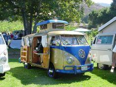 Camper VW bus blue