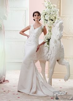 David Tutera for Mon Cheri Fall 2015 Bridal Collection is filled with glamorous wedding dresses that make brides feel like in their own fairy-tale. Bridal Dresses 2015, Mon Cheri Wedding Dresses, Mon Cheri Bridal, Stunning Wedding Dresses, Glamorous Wedding, Cheap Wedding Dress, Wedding Dress Styles, Designer Wedding Dresses, Bridal Gowns