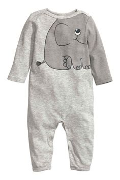Shop kids clothing and baby clothes at H&M – We offer a wide selection of children's clothing at the best price. Baby Outfits, Newborn Outfits, Kids Outfits, Baby Girl Fashion, Fashion Kids, Pyjamas, Ropa American Girl, Kids Pjs, Kids Nightwear