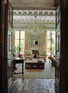 southern chic living room by Atelier AM