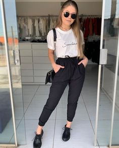 White and black work outfit - ChicLadies. Black Work Outfit, Casual Work Outfits, Office Outfits, Simple Outfits, Classy Outfits, Chic Outfits, Trendy Outfits, Fashion Outfits, Outfits Primavera