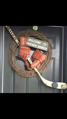 A cute hockey wreath. Perfect for hockey season! Hockey Crafts, Hockey Decor, Blackhawks Hockey, Hockey Mom, Hockey Stuff, Funny Hockey, Hockey Goalie, Hockey Girls, Chicago Blackhawks