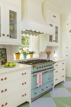 Eclectic Home Tour - Alison Kandler Beach Cottage - Tour this colorful cottage – love the blue stove with a window instead of a backsplash kellyelko - Beach Cottage Kitchens, Home Kitchens, Retro Kitchens, Modern Kitchens, Outdoor Kitchens, Dream Kitchens, Black Kitchens, Outdoor Rooms, Outdoor Living