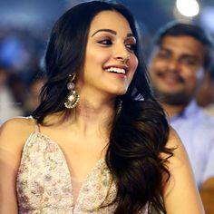 Kiara Advani Indian Ethnic, Indian Girls, Bollywood Celebrities, Bollywood Actress, Kaira Advani, South Indian Sarees, Slg, Beautiful Gorgeous, My Beauty