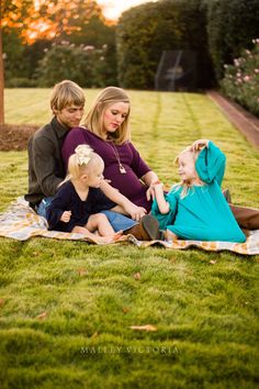 #photographybymalleyvictoriafamily maternity with siblings