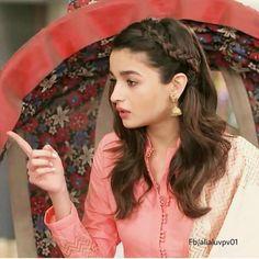Alia Bhatt in Bhabhi ji ghar pe haib Alia Bhatt Hairstyles, Indian Hairstyles, Gown Hairstyles, Hairdos, Indian Celebrities, Bollywood Celebrities, Alia Bhatt Photoshoot, Aalia Bhatt, Alia Bhatt Cute