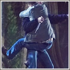 [GIF SET] Every four years, Jensen feels the need to assure himself that Jared can still carry him. It's his subtle version of a human scale.//Omg and Jared just takes off running without even holding onto Jensen! LOL I love this GIF! Jensen Ackles, Jared E Jensen, Castiel, Supernatural Gifs, Supernatural Wallpaper, Dean Winchester, Winchester Brothers, Sam Dean, Jeffrey Dean Morgan