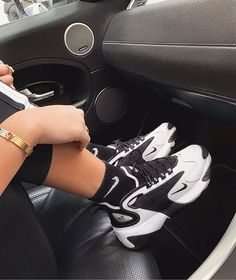 Sneakers Mode, Sneakers Fashion, Fashion Shoes, Air Max Sneakers, Fashion Outfits, Nike Zoom, Sneaker Outfits, Sneaker Heels, Aesthetic Shoes
