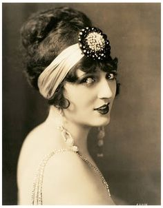 studio portrait movie actress carmel myers head band and long earrings sepia 1920s Headband, Flapper Headpiece, Vintage Headbands, Headdress, Headband Updo, Flapper Costume, Moda Vintage, Vintage Love, Vintage Ladies