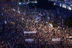 29.06 Des dizaines de milliers de personnes ont manifesté lundi à Athènes et à Thessalonique (nord) en faveur du «non» au référendum, dénonçant «le chantage des créanciers», UE et FMI.Photo: Louisa Gouliamaki