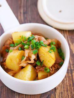 レンジde時短♪『豚肉と新じゃがの甘辛照り焼き』 by Yuu 「写真がきれい」×「つくりやすい」×「美味しい」お料理と出会えるレシピサイト「Nadia | ナディア」プロの料理を無料で検索。実用的な節約簡単レシピからおもてなしレシピまで。有名レシピブロガーの料理動画も満載!お気に入りのレシピが保存できるSNS。