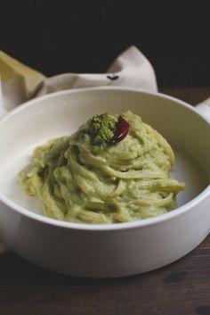http://www.piciecastagne.it/2015/01/22/linguine-con-crema-di-broccolo-romano-e-alici/