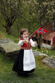 Girl in traditional Norwegian clothing and holding Norway& flag. We Are The World, People Of The World, Norway Girls, Folk Costume, Costumes, Norwegian Clothing, Norway Flag, Norway Oslo, Kind Photo
