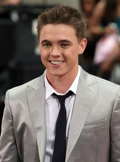 Jesse McCartney <3. I was obsessed with him when I was in seventh grade! Lol.